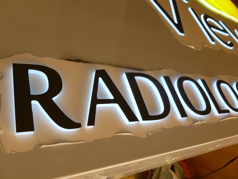 caseta alucobond radiologie Rayview iluminata
