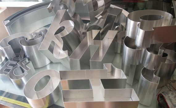 litere volumetrice 3D