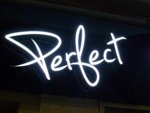 Litere-Perfect-Outlet-noaptea