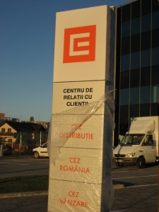 totem-luminos-din-bond-si-plexiglas-Cez-Romania