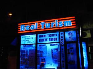 ACUM-10-ani-litere-volumetrice-Real-Turism