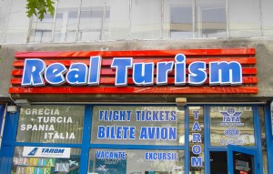 acum-10-ani-litere-Real-Turism