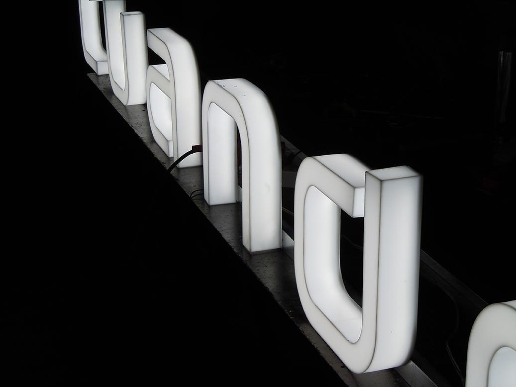 litere-plexiglas-pazie-etalbond-periat