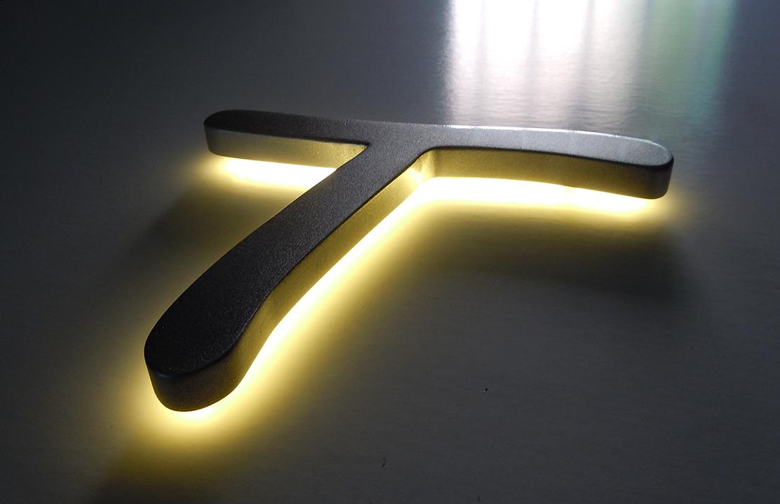 litere LED luminoase