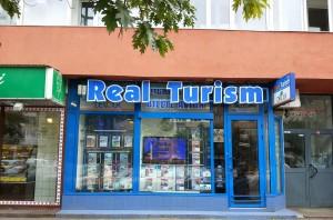 IN-PREZENT-litere-Real-Turism